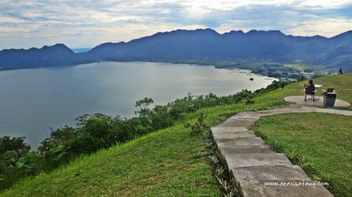 140-pemandangan-danau-maninjau-dari-lawang-park