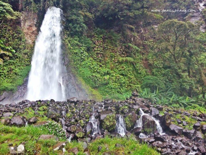 Cibeureum-Waterfalls-West-Java (14)