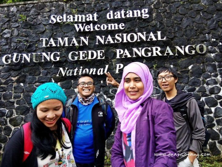 Cibeureum-Waterfalls-West-Java (4)