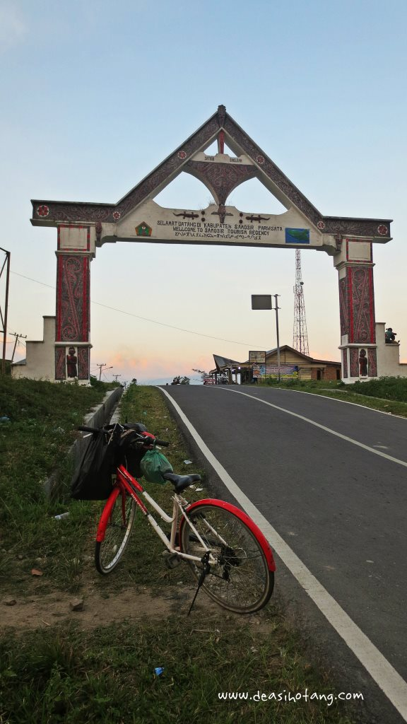 Cycling-Around-Tuktuk-North-Sumatra (12)