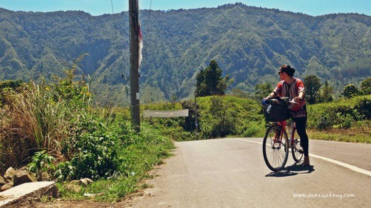 Cycling-Around-Tuktuk-North-Sumatra (26)